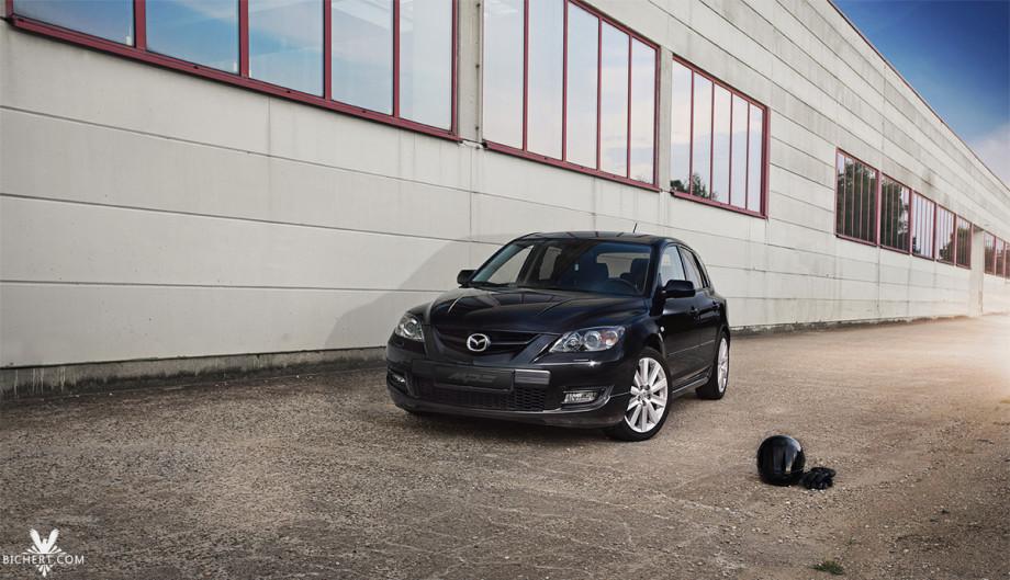 Photoshooting mit dem Auto Mazda 3 MPS im Industriegebiet Raum Wiesbaden