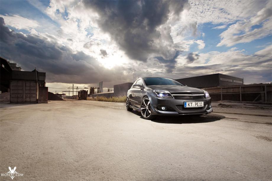 Photoshoot Opel Astra GTC Industriegebiet