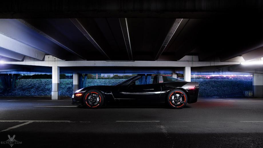 Im Parkhaus abgelichtet. Das Dach der Corvette lässt sich abmontieren, man fährt dann Targa