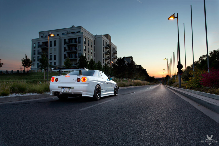 Der Nissan Skyline GT-T in der Startposition in der frankfurter Innenstadt