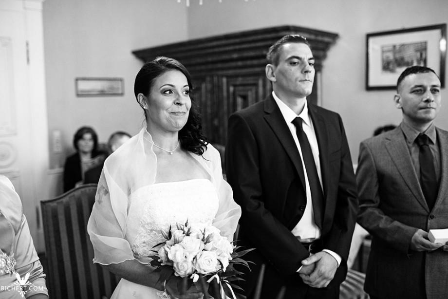 Hochzeitsfotos waehrend der Trauung im Standesamt Frankfurt Hoechst
