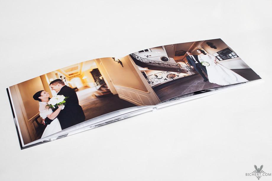 Hochzeitsfotobuch mit dem Brautpaar im Standesamt Hoechst