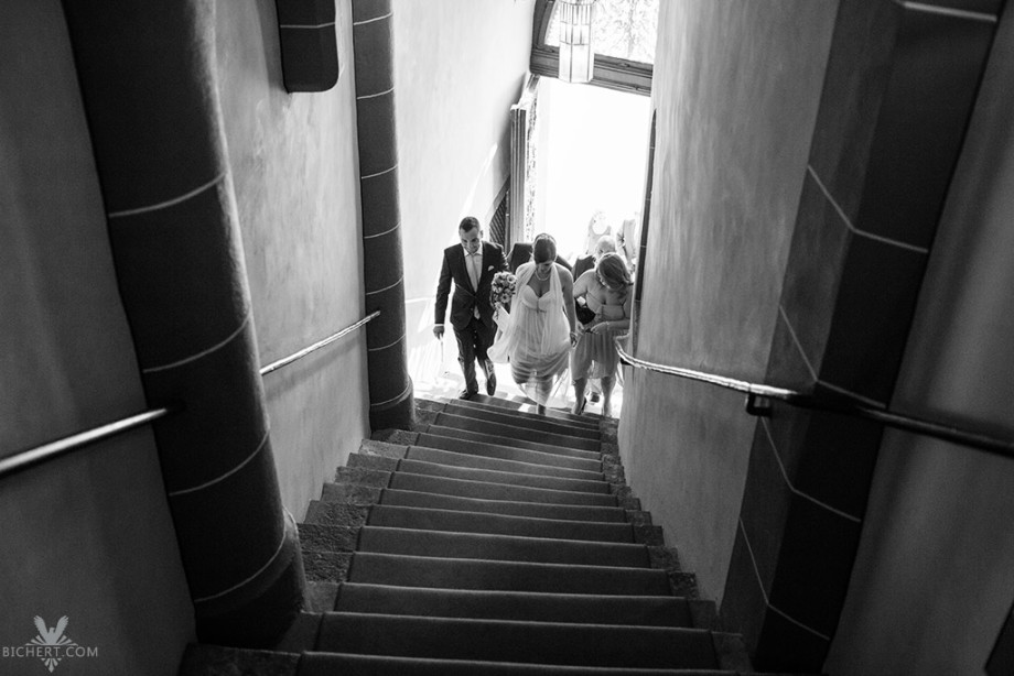Standesamt Römer Frankfurt, die Stufen nach oben führen zum Trausaal