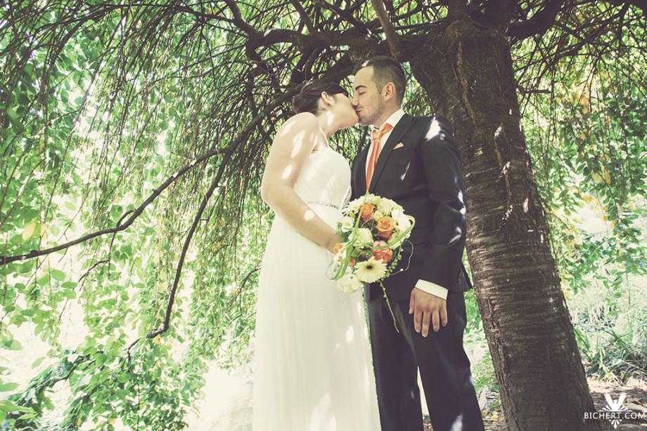 Im Bethmann Park gab es einen kleinen Baum, unter dessen Baumkrone das Brautpaar stand