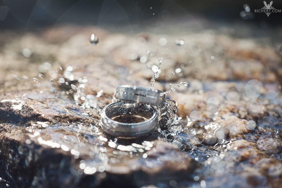 Ringfotos mit Wasser und Gegenlicht auf einem Stein