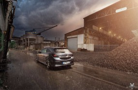 Opel Astra GTC im Regen