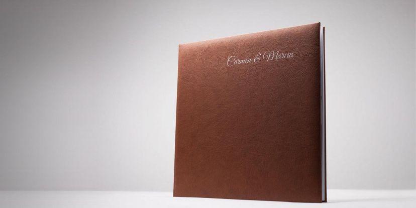 Hochzeitsfotobuch in Leder eingebunden